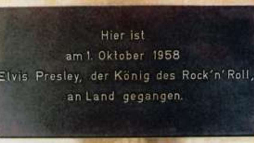 A metal plate with inscription.