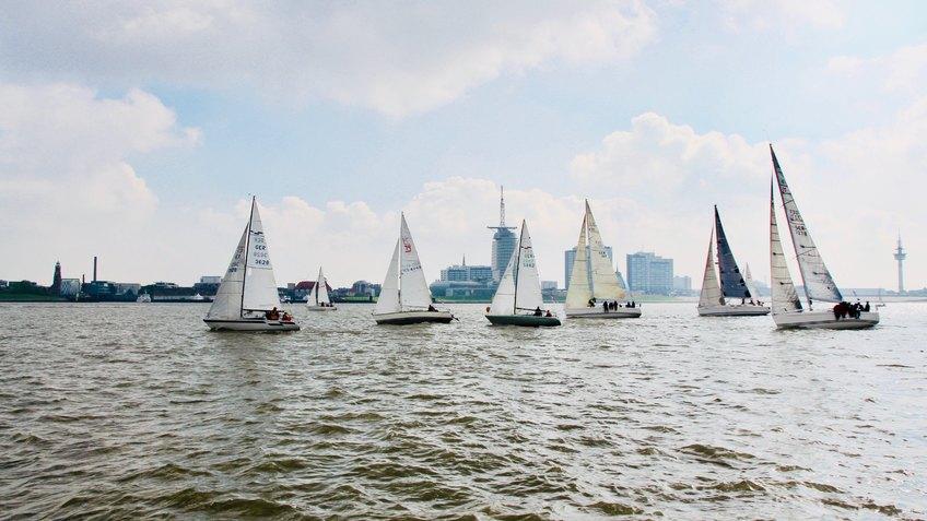 Segelboote vor Bremerhaven