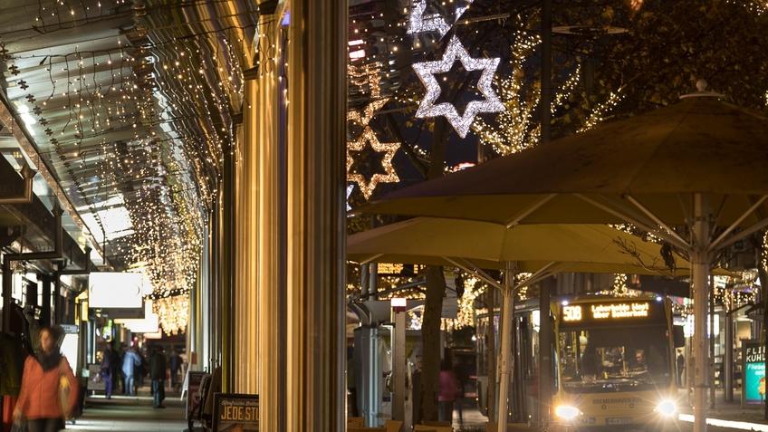 Innenstadt mit Weihnachtssternen