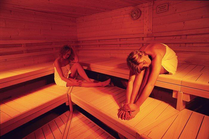 bad 2 wellnessbad. Black Bedroom Furniture Sets. Home Design Ideas
