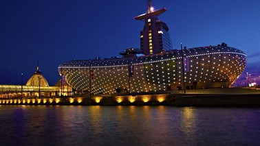 Exterior view at night from the Klimahaus Bremerhaven 8 ° Ost